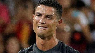 Ronaldo và những lần không kìm chế cảm xúc trên sân