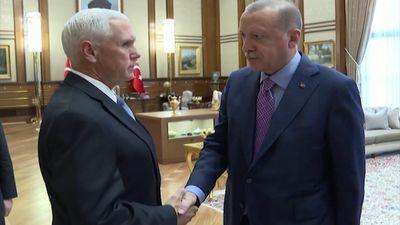Phó tổng thống Mỹ căng thẳng khi gặp TT Thổ Nhĩ Kỳ