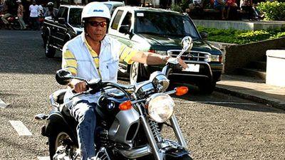 Tổng thống Philippines gặp tai nạn trên môtô phân khối lớn
