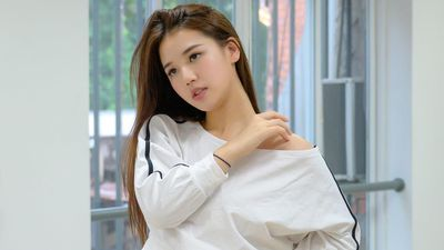 AMEE mặc crop top nhảy theo vũ đạo 'Solo' của Jennie