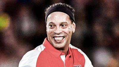 Ronaldinho tái hiện pha kiến tạo kỹ thuật ở tuổi 39