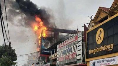 Cháy siêu thị điện máy, khói đen bốc ngùn ngụt