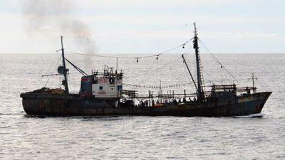 Tàu Nhật phun vòi rồng đánh chìm tàu cá Triều Tiên vi phạm