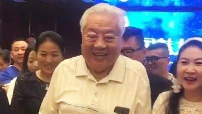 'Phật Tổ' Chu Long Quảng được vây đón khi dự sự kiện ở tuổi 80