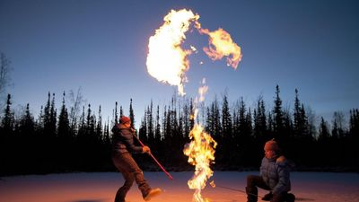 Hồ băng có thể bốc cháy và nguy cơ tiềm ẩn phía sau