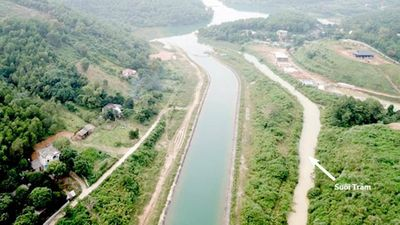 Tận thấy nguồn nước ô nhiễm Nhà máy Nước sạch Sông Đà