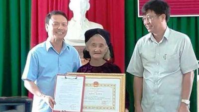 Cụ bà 83 tuổi xin thoát nghèo được Chủ tịch tỉnh Thanh Hóa tặng bằng khen