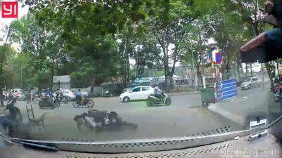 Nam sinh suýt chết vì phóng xe tốc độ cao, lao vào đầu ô tô