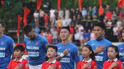 Clip: Than Quảng Ninh nhận huy chương đồng V-League 2019