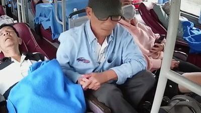 Người đàn ông bị khoắng sạch đồ trên xe khách