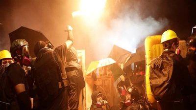 Cảnh sát căng mình đối phó biểu tình, cảnh báo Hong Kong bên bờ vực sụp đổ
