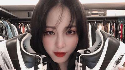 Suho (EXO) và loạt sao Hàn khoe ảnh sở hữu giày hiếm của G-Dragon