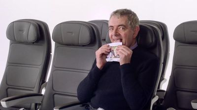 Video hài hước hướng dẫn an toàn trên máy bay cực 'ăn khách' với sự góp mặt của những ngôi sao nổi tiếng đến từ xứ sở sương mù