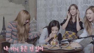 Clip 'ăn bánh uống trà' của BLACKPINK bỗng được netizen 'đào' lại, tập tành làm ASMR và kết cục… như show hài
