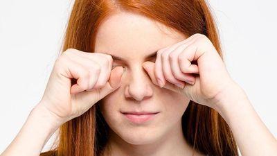 Thói quen dụi mắt nguy hại như thế nào?