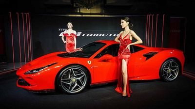 Dân chơi Thái 'cưỡi' siêu xe Ferrari đến xem F8 Tributo ra mắt