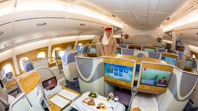 Tiếp viên khoang hạng nhất hãng Emirates không cần bằng đại học nhưng phải đáp ứng tiêu chuẩn này