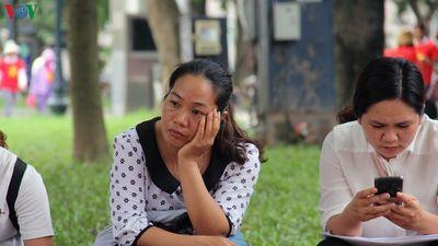 Giáo viên mất 3 giờ chờ đợi đề thi viên chức Hà Nội