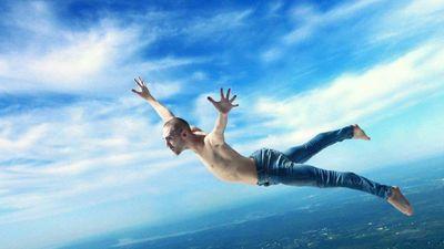 Vì sao con người vẫn sống khi rơi từ độ cao 10.000 m?