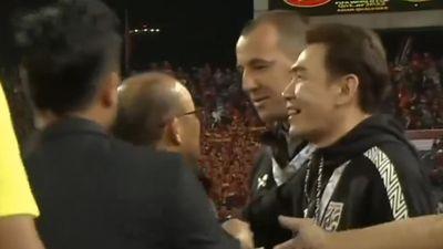 Căng thẳng giữa HLV Park với trợ lý HLV Thái Lan sau trận đấu