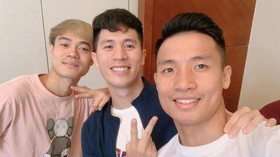 Tuyển thủ Việt Nam thể hiện sự đoàn kết sau trận gặp Thái Lan