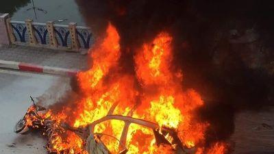 CSGT cứu người trong vụ cháy Mercedes