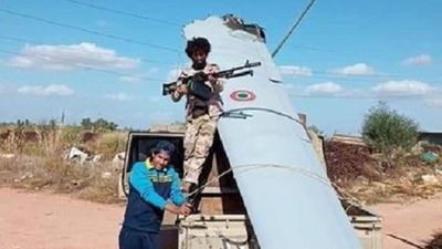 Phiến quân Lybia hí hửng bên xác máy bay không người lái của Italia