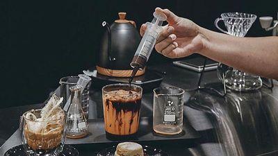 Món cà phê đựng trong ống tiêm ở Thái Lan