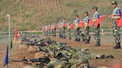 Sĩ quan Việt Nam 'so găng' xạ thủ súng quân dụng ở Indonesia