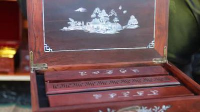 Có gì trong hộp gỗ trầm hương cao cấp có giá bán hơn 20 triệu đồng?