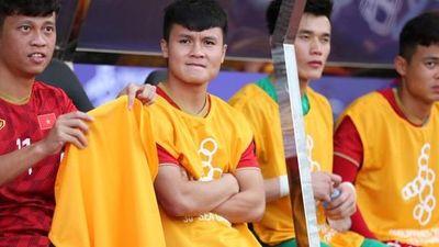 Quang Hải vẫn ra sân tập, bác sĩ chia sẻ về khả năng đá trận chung kết SEA Games