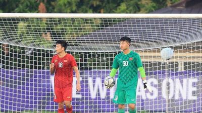 HLV Park Hang Seo vẫn chưa thể thắng ông Nishino