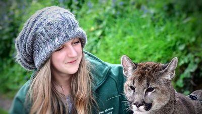 Lạ: Cô gái 'mèo mẹ vĩ đại' có thể 'nói chuyện với động vật'