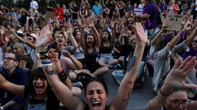Chương trình thực tế để mặc thí sinh bị cưỡng hiếp gây phẫn nộ ở TBN
