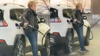 Không chú ý, nữ tài xế làm đổ xăng ra sàn