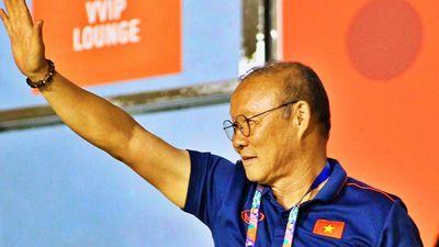 Thầy Park đến sân cổ vũ tuyển nữ Việt Nam gặp Thái Lan ở chung kết