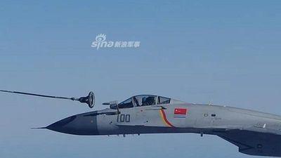 Bất ngờ cảnh tiêm kích của Trung Quốc tự tiếp liệu trên không cho nhau