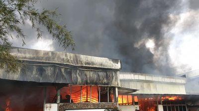Hiện trường cháy xưởng gỗ ở Đà Nẵng