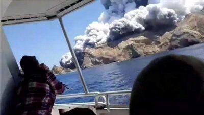 Hãi hùng cảnh núi lửa đột ngột phun trào ở New Zealand, hàng chục người thương vong