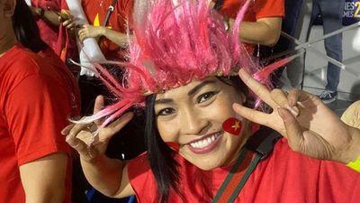 Phương Thanh vạ vật ở sân bay Philippines vẫn phấn khích vì Việt Nam chiến thắng
