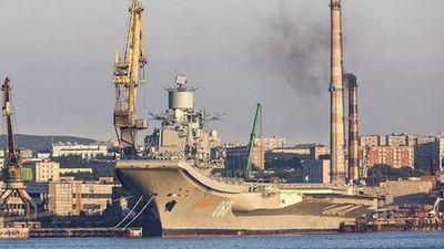'Hãi hùng' cảnh tàu sân bay duy nhất của Nga bị ngập trong khói đen