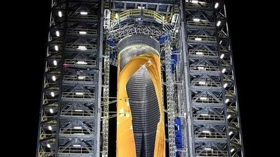Cận cảnh tên lửa mạnh nhất thế giới bị NASA phá hủy