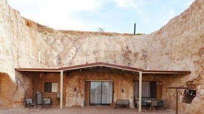 Người dân sống trong lòng đất của thị trấn ở Australia