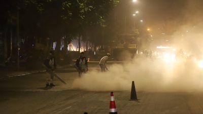 Hà Nội: Thi công đường Nguyễn Trãi công nhân thổi bụi 'tấn công' người đi đường