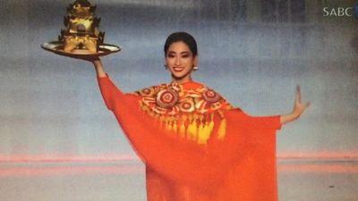 Lương Thùy Linh múa mâm vàng trên sân khấu Chung kết Hoa hậu Thế giới 2019