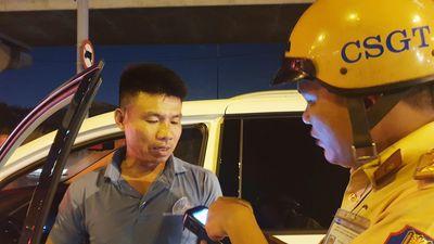 Tài xế vi phạm nồng độ cồn bị xử phạt trong đêm ở TP.HCM