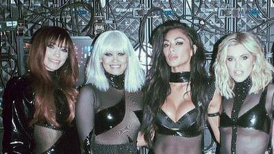 Nhóm The Pussycat Dolls diện đồ xuyên thấu lên sân khấu
