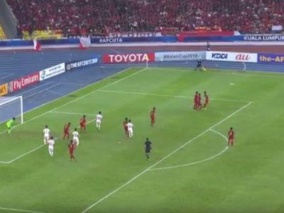 Cầu thủ Khuất Văn Khang đã có một tuyệt phẩm đá phạt bằng chân trái bên cánh phải trong trận đấu gặp U16 Indonesia.