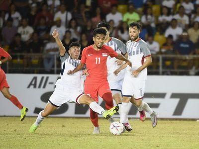 Lần đầu xuất trận tại AFF Cup 2018, HLV Eriksson đã giúp Philippines giành chiến thắng trước 'sư tử' Singapore, qua đó tạo được lợi thế lớn tại bảng B. Trong khi đó, Indonesia đã ngược dòng thành công đả bại Timor Leste.