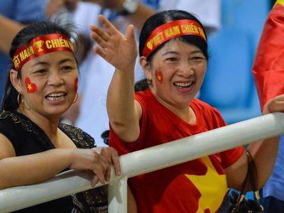 Mẹ của Xuân Trường, Duy Mạnh, Văn Hậu, vợ con Văn Quyết đã đến sân để cổ vũ trong ngày đội tuyển Việt Nam chiến thắng Malaysia với tỷ số 2-0 vào tối 16/11.